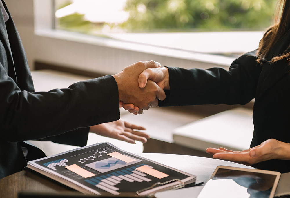 Closing the Deal: A Complete Guide to Legal Transaction Management